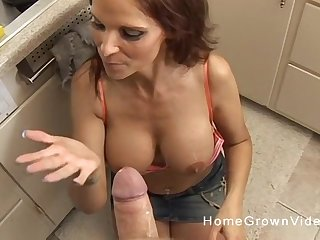 Couger with unlimited set of pair on her knees Brobdingnagian a blowjob